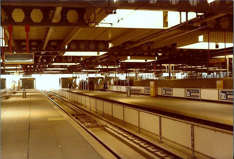 File:Tramplatform CS Den Haag 1979.jpg
