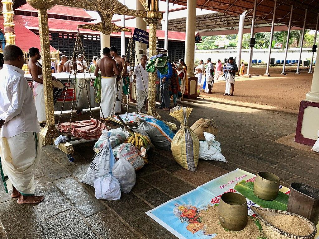 துல்லிய துலாபாரம் 1024px-Tula_Dana_donation_balance_inside_the_Hindu_Mahadeva_Temple%2C_Ettumanoor_Kerala