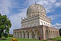 Two-tier design of Qutub Shahi Tombs.jpg