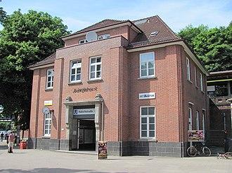 Habichtstraße (Hamburg U-Bahn station) - The station's exterior