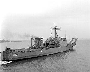 USS Boulder (LST-1190) underway in Hampton Roads on 1 August 1990 (6484773)
