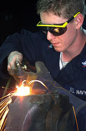 Eye protection - Image: US Navy 020202 N 5563S 001 USS Blue Ridge Welder