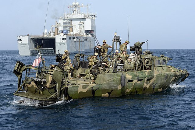 640px-US_Riverine_Command_Boat_with_RFA_Cardigan_Bay_MOD_45154444.jpg