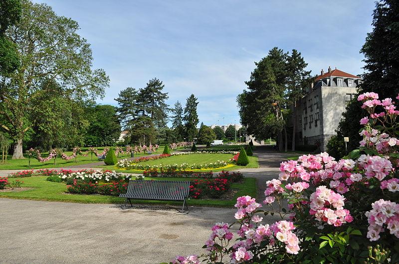 File:Urban park near Besançon-Viotte.JPG