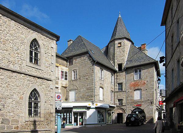 La Place Joffre à Ussel.