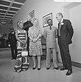 V.l.n.r. mevrouw Bongo, koningin Juliana, president Bongo en prins Bernhard, Bestanddeelnr 926-4082.jpg
