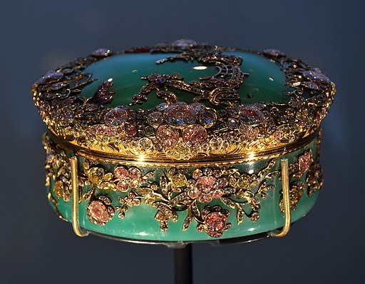 V and A Museum snuffbox 28072013 08