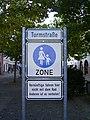 Verkehrsschild für Unvernünftige in der Turmstraße in Neubrandenburg.jpg