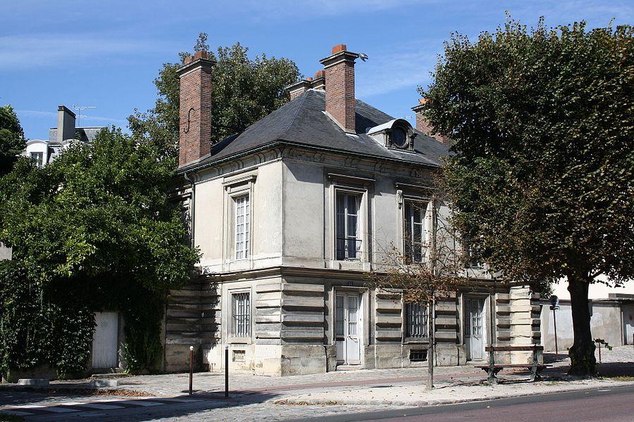 Pavillon de l'octroi is a building located 33 boulevard du Roi in Versailles, France.