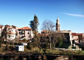 Vido de la centro de la vilaĝo de Vezzani