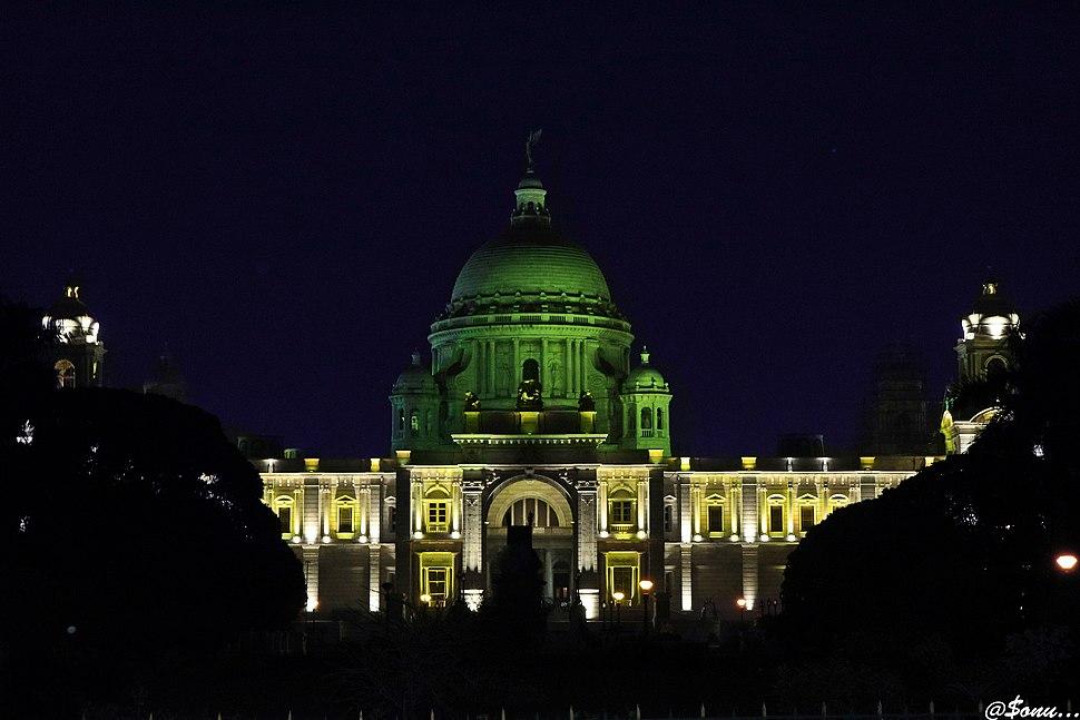 Victoria Memorial at night