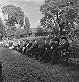 Viering van de 64e verjaardag van koningin Wilhelmina in Regents Park. Leden van, Bestanddeelnr 935-2534.jpg