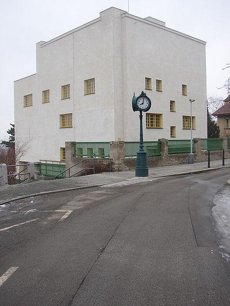 http://upload.wikimedia.org/wikipedia/commons/thumb/2/2f/Villa_Muller_065.jpg/450px-Villa_Muller_065.jpg