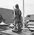 Voorgevel, bovenop de ingangspartij, beeld van Vrouwe Justitia van Ingatius van Logteren - Wageningen - 20348359 - RCE.jpg