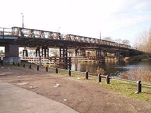 Walton Bridge - 4th Walton Bridge (unused) from downstream