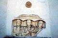 Wernberg Sternberg Pfarrkirche hl Georg Nischenportraitgrabstein mit Reliefbuesten 02032008 36.jpg