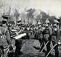 Wręczenie świadectw absolwentom kursu oficerskiego 1 puł przez mjr. Belinę-Prażmowskiego, 1917.jpg