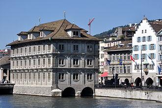 Zünfte of Zürich - Image: Zürich Quaibrücke Münsterbrücke Haue Rathaus IMG 4426