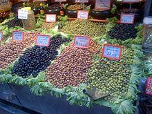 I turchi mangiano un sacco di olive, sia in prima colazione sia in altri pasti. Le olive da tavola al mercato storico di Kad?köy.