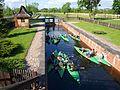 Śluzowanie kajaków na Kanale Augustowskim.jpg