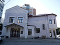 Дзержинского, 28 - боковая сторона, на противоположном от улицы Дзержинского конце здания.jpg