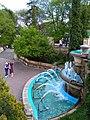 Каскадный фонтан на входе в парк с Театральной площади.jpg