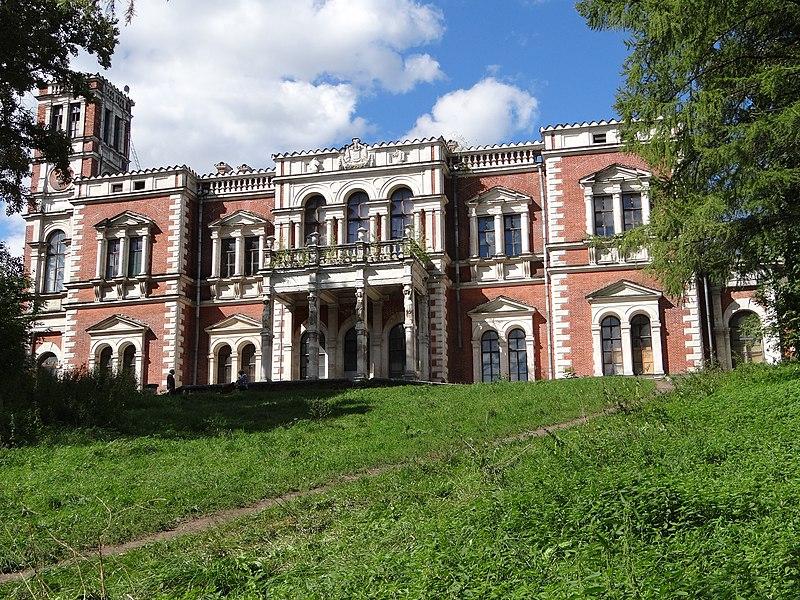 File:Общий вид со стороны реки Быковки главного дома Усадьбы Воронцова-Дашкова.jpg