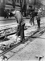 03-14-1949 05864 Werkzaamheden aan de tramrails (5023986500).jpg