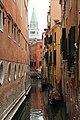 0 Venise, gondolier sur le Rio di Salvador et Campanile vus du Ponte del Lovo (1).JPG