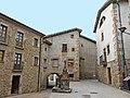 175 Plaça de Joan Prat i Roca (Alpens), a la dreta Cal Ferreró.jpg