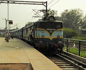 Indian locomotive class WCAM 1 - Image: 19011 (BCT ADI) Gujarat Express