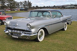 Pontiac Star Chief - Image: 1957 Pontiac Star Chief (19545567434)