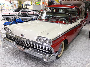 1959 Ford Skyliner pic3.JPG