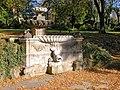 20051019090DR Dresden-Gönnsdorf Schloßpark mit Barockbrunnen.jpg