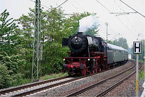 DB Class 23 - Image: 2007 05 13 01 Lok 23042 vor dem Haltepunkt Urmitz (kl)