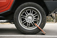 2009-02-26 Wheel clamp on Hummer (flat).jpg
