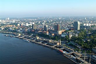 Hamburg-Mitte - Elbe and Landungsbrücken in St. Pauli
