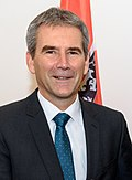 2017 Finanzminister Hartwig Löger (39136614571) (bijgesneden) .jpg