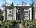 20180222250DR Dresden-Leuben Neuer Leubener Friedhof Grabmal.jpg