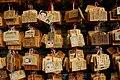 20 Temple budista de Rokuon-ji (Kyoto), tauletes votives (ema) al pavelló Fudo-do.jpg