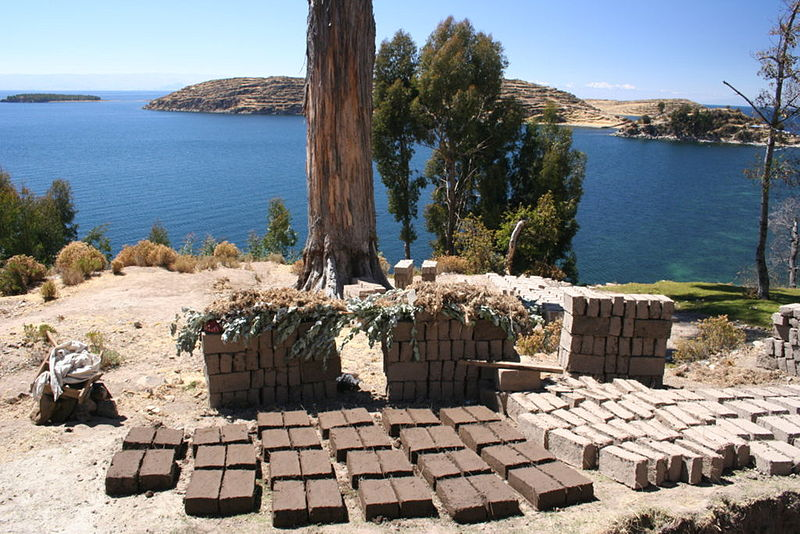 Adobe bricks left to dry in the sun. Credit: Wikipedia Commons