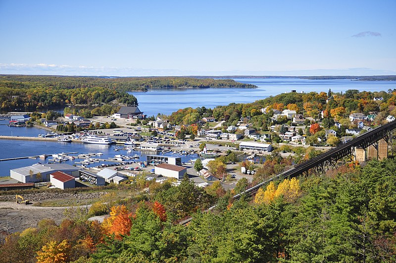 Файл:Aerial view of Parry Sound.jpg