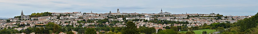 Angoulême 16 Le plateau vu de Saint-Martin 2014