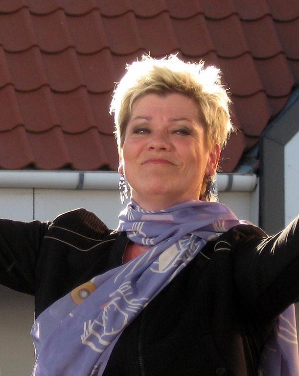 Fil:Ann-Mette Elten, Blokhus 2011 ubt-2.JPG - Wikipedia, den frie encyklopædi