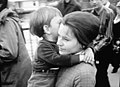 Anti-Vietnamkrieg Demonstration in Zürich, 27. April 1968 (Paula Beltrami-Peter mit Kind).jpg