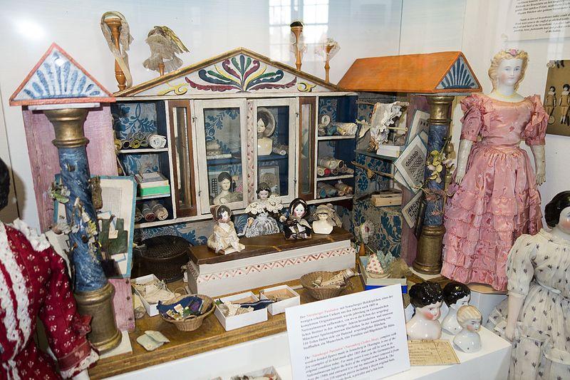 File:Antique German dollhouse (26444495322).jpg