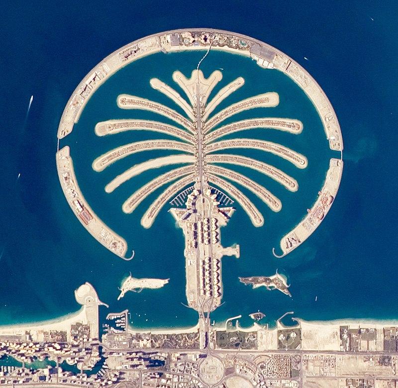 https://upload.wikimedia.org/wikipedia/commons/thumb/3/30/Artificial_Archipelagos%2C_Dubai%2C_United_Arab_Emirates_ISS022-E-024940_lrg_%28cropped%29.jpg/800px-Artificial_Archipelagos%2C_Dubai%2C_United_Arab_Emirates_ISS022-E-024940_lrg_%28cropped%29.jpg