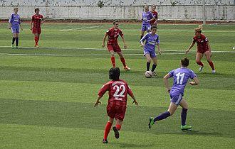Turkish Women's First Football League - 2013–14 Women's First League match Ataşehir Belediyespor (red) vs Kdz. Ereğlispor (blue)