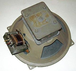 Constant-voltage speaker system