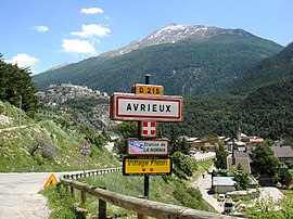 The road into Avrieux